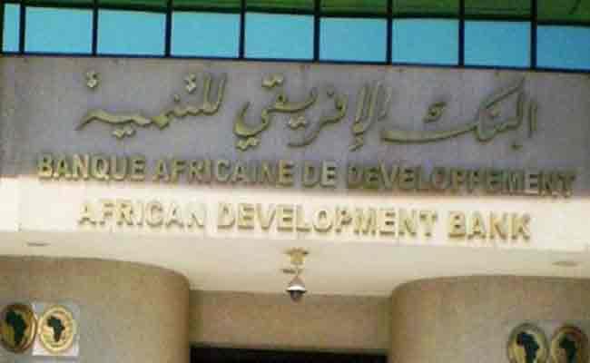 هل الجزائر تلف حبل المشنقة حول نفسها / الجزائر تستدين 900 مليون أورو من البنك الإفريقي للتنمية