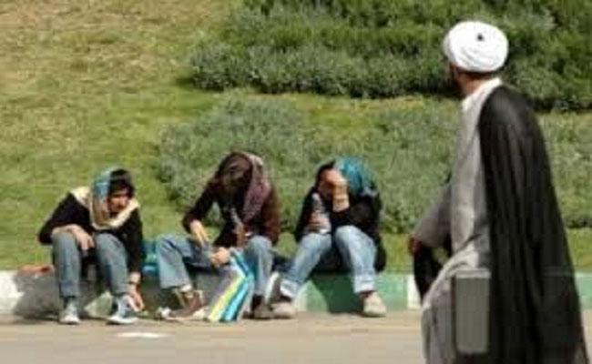 ايران من تصدير الثورة الخمينية الى تصدير الإيدز الى الدول الاسلامية