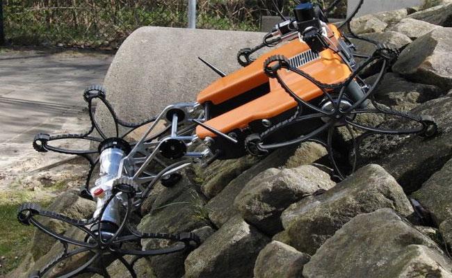العلماء يختبرون هذا الروبوت بمنطقة وعرة قبل إرساله إلى المريخ
