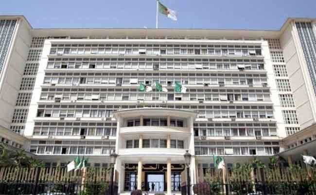 منع النواب من المساس برئيس المجلس وتجريمهم في حال التطاول عليه أو على وزراء الحكومة
