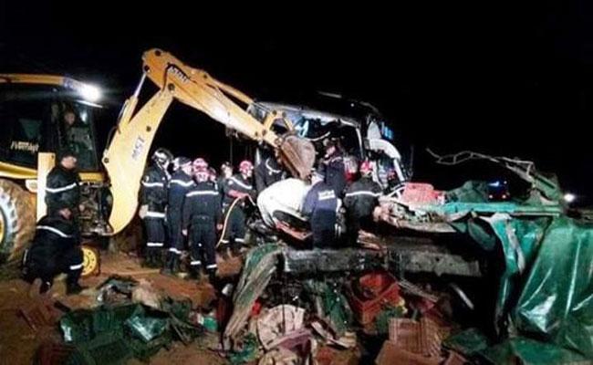 مأساة مرورية بالجلفة: مصرع 6 أشخاص و إصابة 37 آخرين