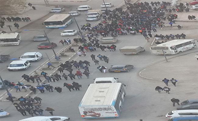 وزارة التربية الوطنية ترضخ لاحتجاجات التلاميذ و تتراجع عن قرار تقليص مدة العطلة
