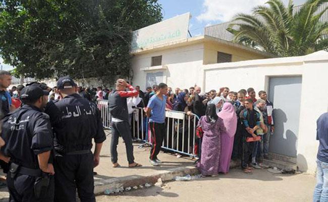 خروج 534 عائلة مقصية من عملية الترحيل بحي الحفرة القصديري بوادي السمار للاحتجاج بالحراش