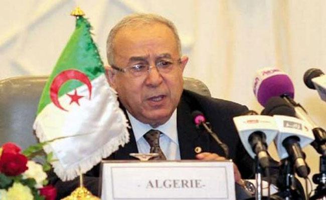 تأكيد لعمامرة أن التحذير الأمريكي الأخير من السفر إلى بعض المناطق في الجزائر هو تقرير