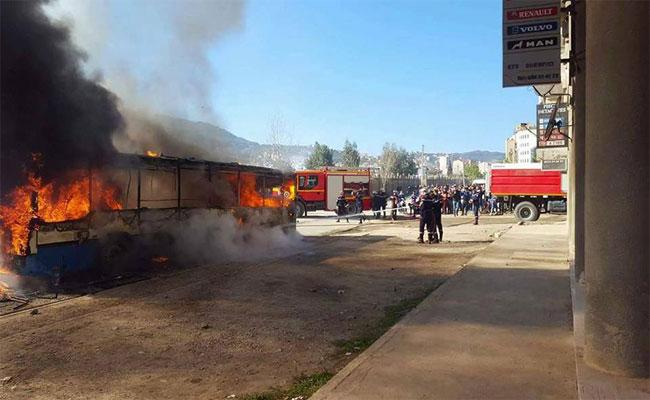 احتجاجات عارمة و أعمال شغب و إغلاق للمحلات التجارية في عدد من بلديات ولاية بجاية
