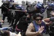 يا رجال الشرطة يجب ان تعنفوا المجرمين وليس طلاب الجامعات