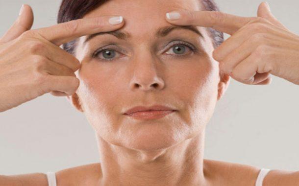 كيف تدلّكين وجهك بطريقة تمنع ظهور التجاعيد؟