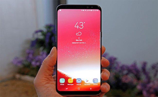 سامسونج تعلن عن حل لمشكلة اللون الأحمر بشاشات الهواتف S8
