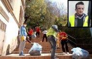 بعد أن كان متطوعون يقودون حملة نظافة في أدراج