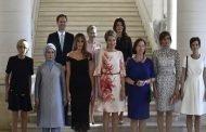 سابقة في البروتوكولات الدولية مثلي يأخذ صورة مع زوجات زعماء الناتو على أساس انه (زوجة) رئيس لوكسمبورغ
