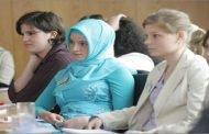 الله يَنْصُرُ الدَّوْلَةَ العَادِلَةَ / تعويض مادي لمعلمة مسلمة بعد رفض طلب توظيفها بسبب الحجاب في ألمانيا