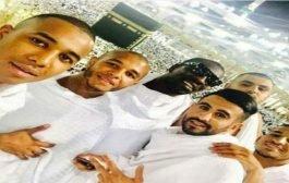 ياسين إبراهيمي و رياض محرز يؤديان مناسك العمرة
