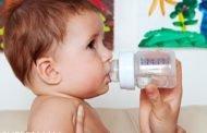 تجنّبي اعطاء رضيعك الماء قبل هذا السنّ!
