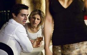 هل من المناسب الزواج في سن المراهقة؟