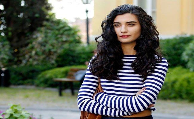 توبا بيوكستون تهرب خارج تركيا .. والسبب علاقتها العاطفية الجديدة بعد أسبوعين من طلاقها