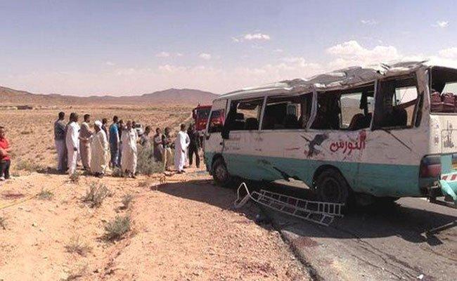 مقتل 4 نساء و طفل و إصابة 16 بجروح متفاوتة الخطورة في حادث انقلاب حافلة لنقل المسافرين بالبيض