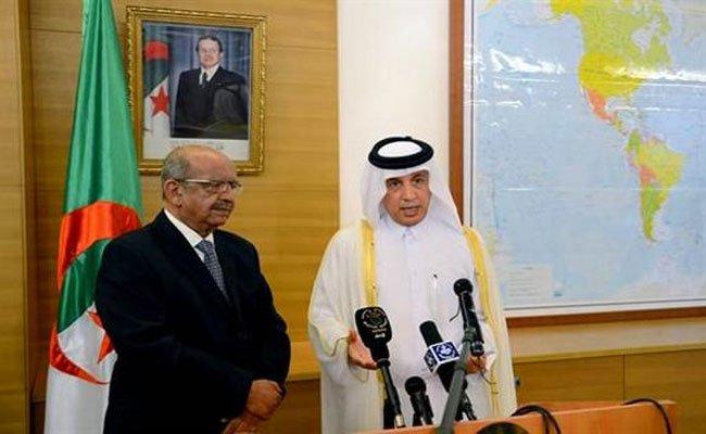 وزير خارجية قطر يشيد بالموقف