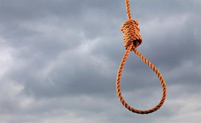 في شهر المغفرة انتحار كهل شنقا بالبيض !