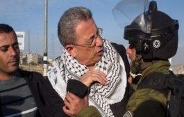 خلال مواجهات مع شرطة الاحتلال القيادي الفلسطيني مصطفى البرغوثي يصاب برصاصة في الرأس