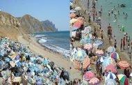 دائما ننتقد الحكومة ولكن المواطنين الذين يتركون نفاياتهم في الشواطئ بالله عليكم من أنتم