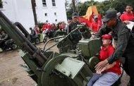 المواطنون الفنزويليون يتدربون على استخدام الأسلحة لمواجهة أمريكا