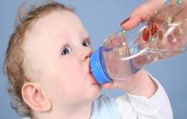 ما هي كمية الماء المناسبة لطفلك؟ الامر مرتبط بوزنه واليك التفاصيل