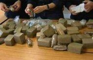 توقيف تجار مخدرات وضبط كمية من الكيف المعالج والأقراص المهلوسة