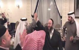 ملك البحرين يدعوا مواطنيه لزيارة إسرائيل ويحتفل بأعياد اليهودية