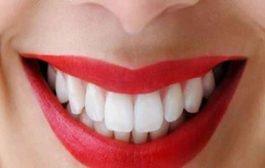 بعد قراءة هذا المقال لن تترددي في تنظيف أسنانكِ بالخيط!