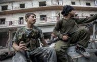 كيف اشتعلت الحرب بين منافسي داعش في سوريا