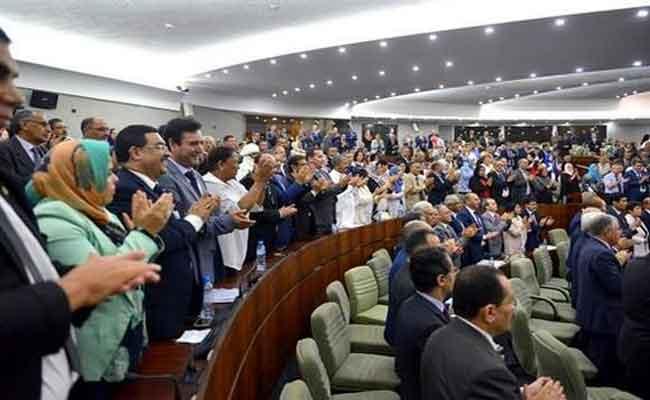 تنويه لبعض رؤساء المجموعات البرلمانية بمخطط عمل الحكومة