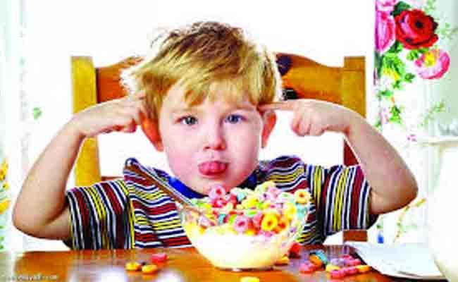 اتبعي هذه النصائح لتبعدي طفلك عن مخاطر الإفراط في تناول السكريات