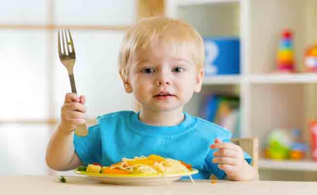 طرق سهلة ليحب طفلك الطعام... إتبعيها!