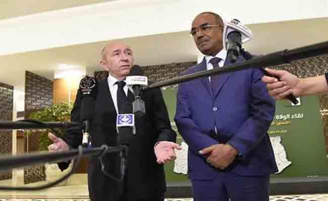 وزير الداخلية الفرنسي يؤكد  أنه يسهر شخصيا على انجاح التحقيقات في مقتل عشرة  جزائريين في فرنسا