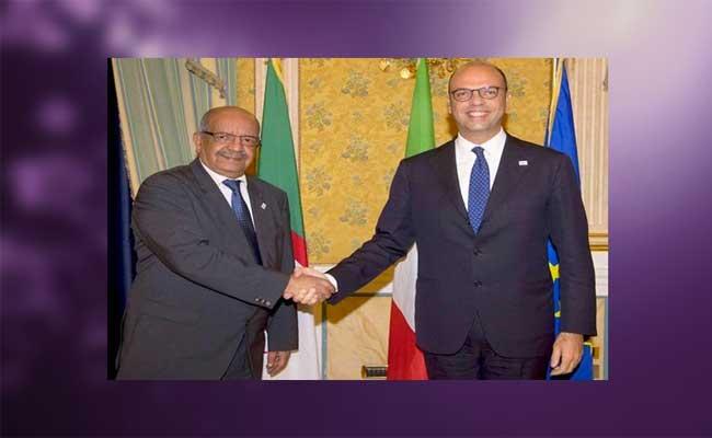 مساهل يجري محادثات بباريس مع  نظيره الإيطالي