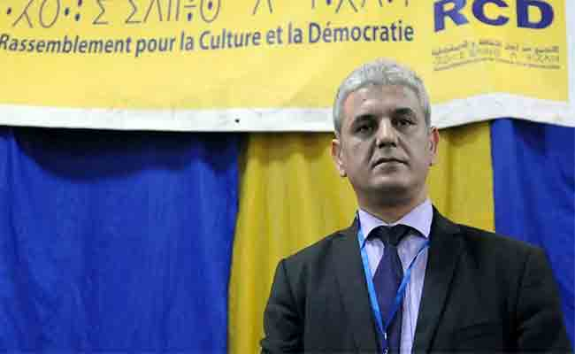 بلعباس يحذر من عزوف الشباب عن العمل السياسي