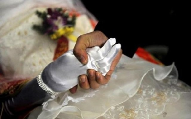 ليوفي بوعده  تزوج حبيبته المتوفاة