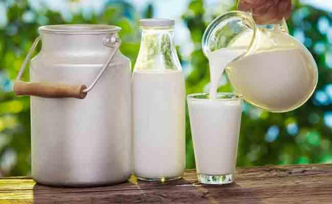 عزوف المواطنين عن اقتناء الحليب المعلب يتسبب في اتلاف 20 ألف لتر منه !
