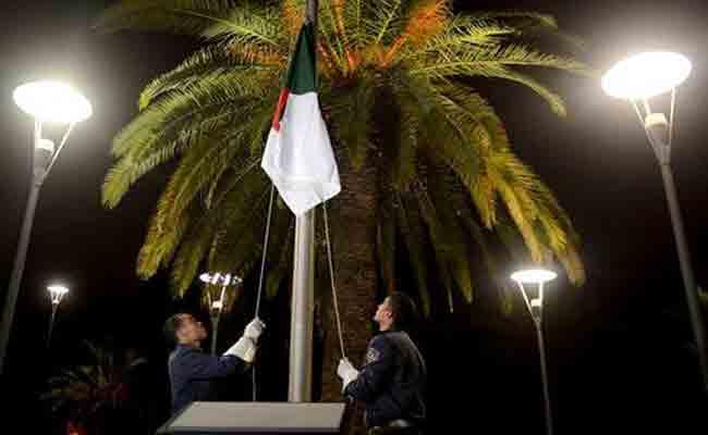 الجزائر ترفع  العلم الوطني بمقر وزارة الشؤون الخارجية بمناسبة الذكرى ال64 لاندلاع الثورة التحريرية