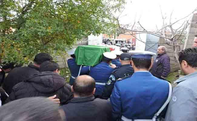 تشييع جثمان شهيد الواجب الشرطي محمد الناصر الذي قتل و هو يؤدي واجبه بعنابة