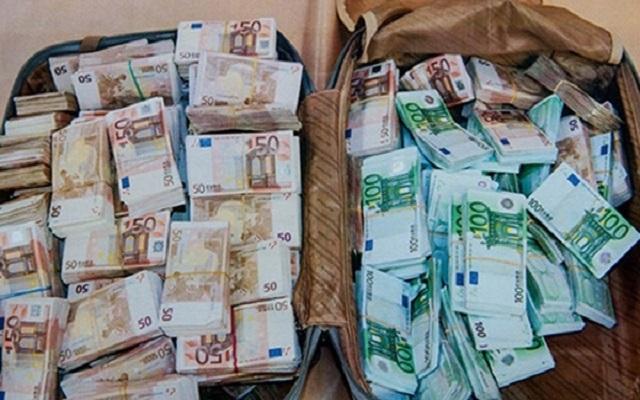 إحباط ثلاث عمليات لتهريب العملة الصعبة