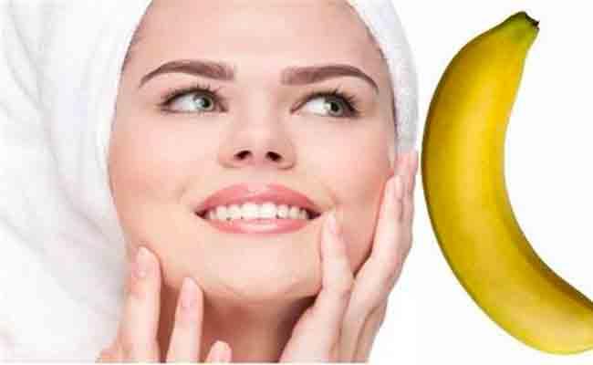 ٤ فوائد مذهلة للموز على بشرتك