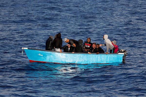 في حصيلة أولية : قوارب الموت تخلف 3 قتلى و 5 جرحى في عرض تيغزيرت