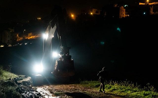 القوات الإسرائيلية تهدم بيت الأسير البرغوثي