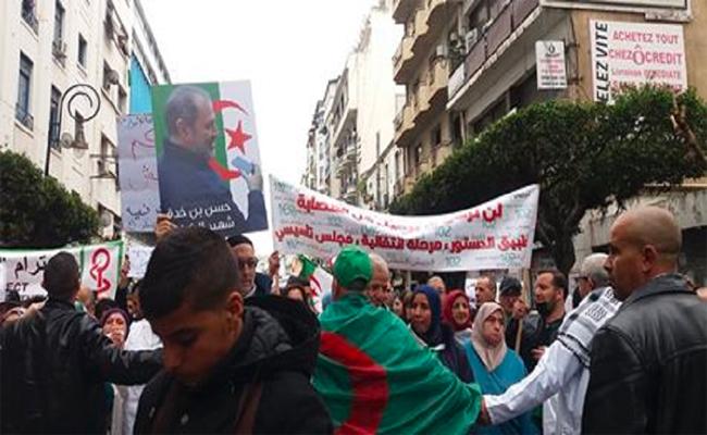 الأطباء و الطلبة خرجوا في مسيرتين مطالبين برحيل النظام