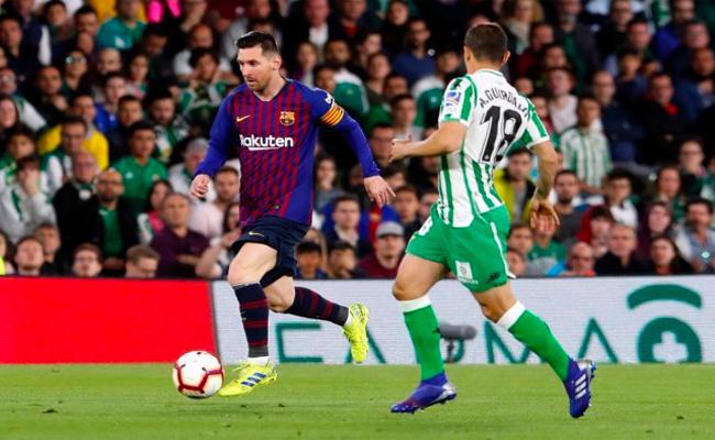 ميسي يقود برشلونة لفوز عريض