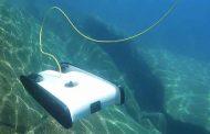 غواصة آلية تستكشف سفينة غارقة على عمق 150 متر