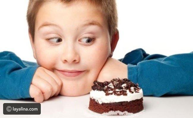 كيف تبعدين طفلك عن تناول الحلويات؟ تعرفي على أهم النصائح
