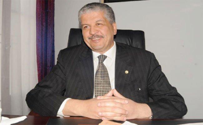 عبد المالك سلال يقوم بجولة في صالون الابداع و الابتكار ال3 بالجزائر العاصمة
