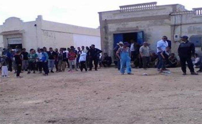 احتجاج و غلق للطريق  المؤدية لمركز التصويت صبيحة يوم الاقتراع بمسلولة في ولاية تبسة